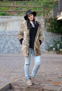 como usar casaco de pele com jeans