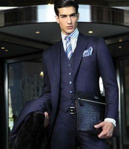 camisa com listras pequenas e gravata com listras grande