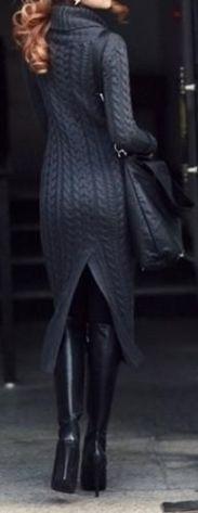 Vestido de trico com meia grossa e bota.