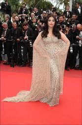 A atriz Aishwarya Rai Bachchan , de Kuwait's Ali Younes, dia 13/05