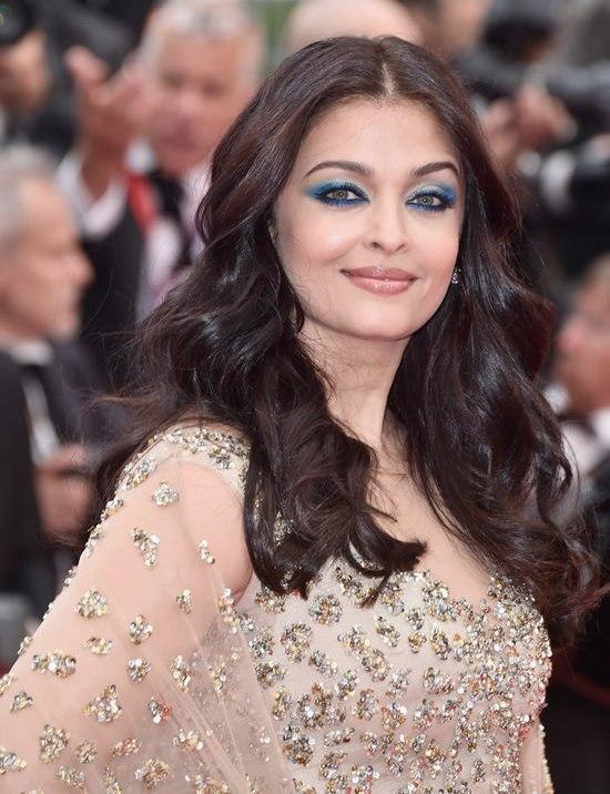 Aishwarya-Rai-Cannes-Film-Festival-2016-Red-Carpet-Fashion-Ali-Younes-Couture-Tom-Lorenzo-Site-6
