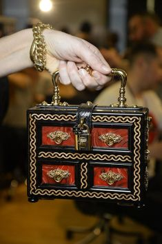 Dolce--Gabbana-Women-Fall-Winter-Fashion-Show-2015-2016---16