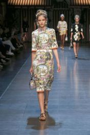 78-dolce-and-gabbana-spring-summer-2016-italian-renaissance-painting-print-dress