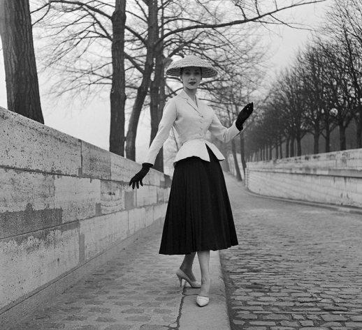 The NEW LOOK, apresentado por Christian Dior em 12 de Fevereiro de 1947.