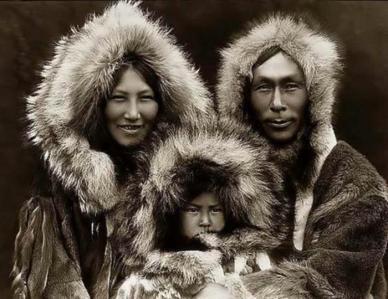 Parka original feita pelo povo Inuits de pele animal.