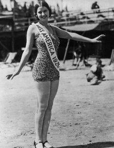 Miss América 1926, com seu maiô de bolinhas.