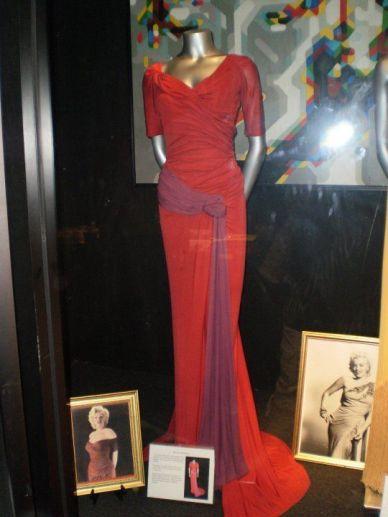 """Vestido usado por Marilyn Monroe em 05 de Setembro de 1952 para fotografar a publicidade do filme """"O Inventor Da Mocidade - The Monkey Business"""", de 1952. VESTIDO ORIGINAL exposto no museu de Los Angeles. Peça Vintage."""