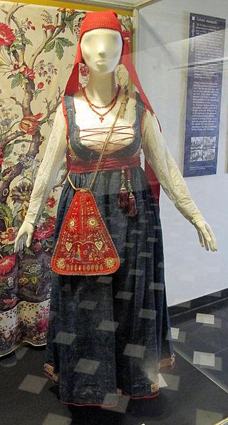 Vestido tipico usado pelas camponesas da cidade de Gênova, na Itália, de 1870.
